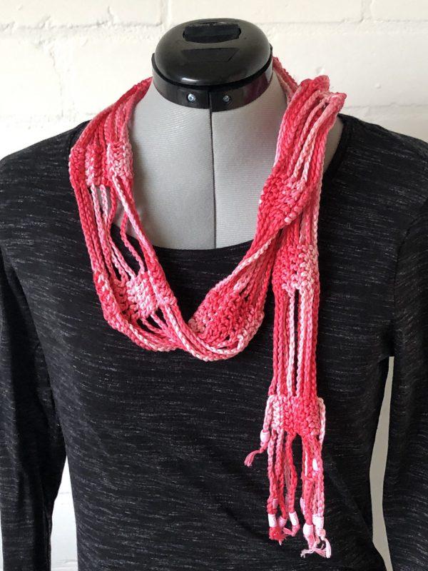 Roze sjaaltje met kraaltjes