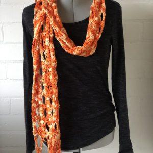 Oranje gehaakte sjaal