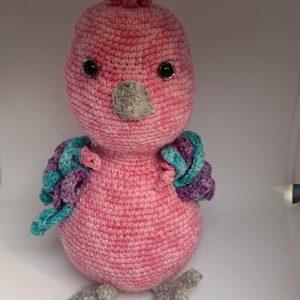 Gehaakte knuffel roze vogel naar een patroon van Creimtions