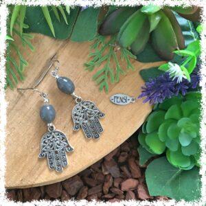 Shop one of a kind earrings @ Fensi jewelry boutique. Handmade by fenneke Smouter fancy sieraden oorbellen fashionista vintage charms