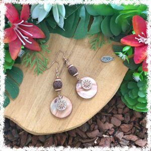 Shop boho-style earrings @ Fensi jewelry boutique. Handmade by fenneke Smouter fancy sieraden oorbellen fashionista vintage charms