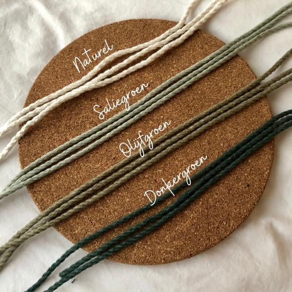 Voorbeeld van vier verkrijgbare kleuren: Naturel, Saliegroen, Olijfgroen, en Donkergroen.