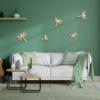 vijf libellen aan de muur