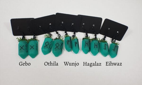Handgemaakte rune oorbellen met nep mos