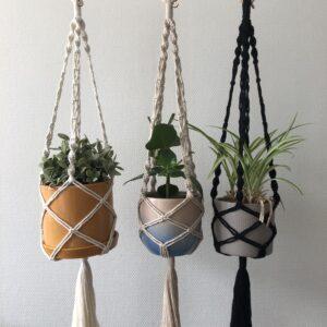 Macrame plantenahangers in drie verschillende kleuren